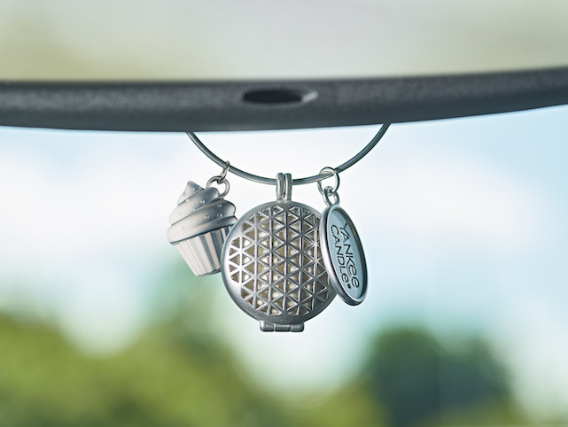 Inovativna dišava za avto Charming Scents
